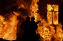 Brandmän diskuterar
