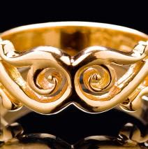 Guldring med mönster från 1200 talet